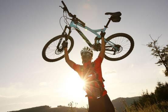 Biken Bikerin vor Sonne 32 md
