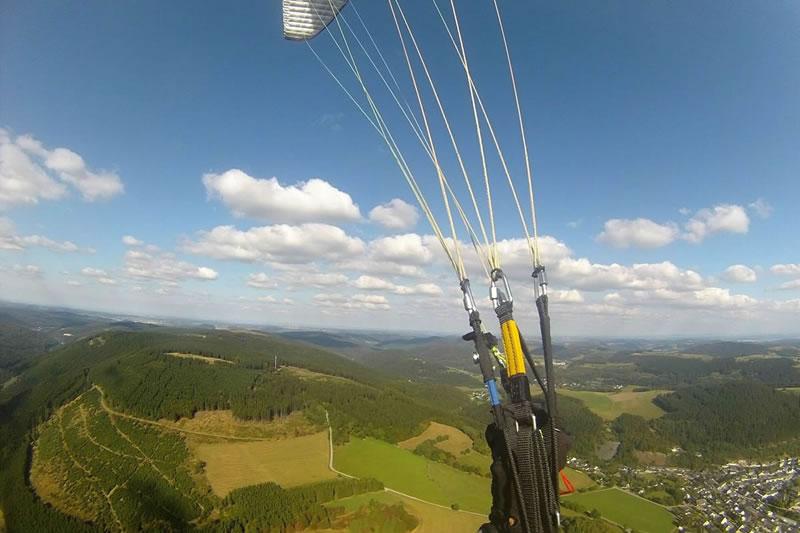 Gleitschirmfliegen am Ettelsberg Blick Sonnenhang